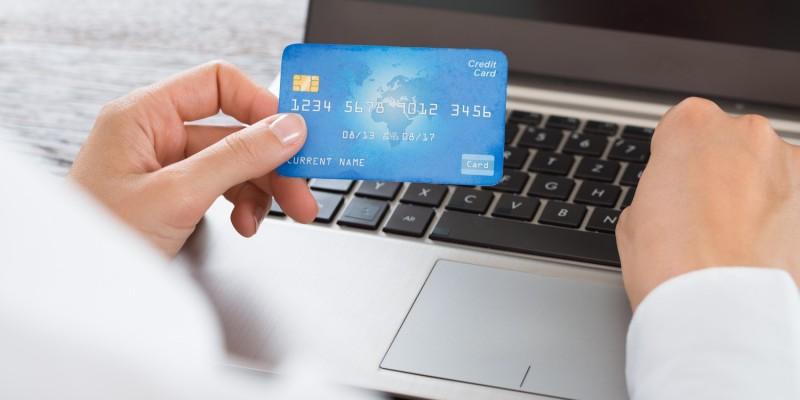 Mit der Kreditkarte zahlen